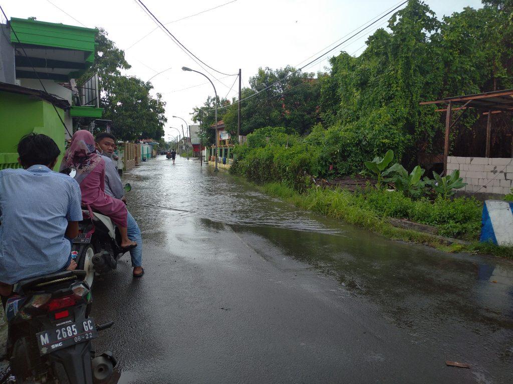 Bangkalan dikepung banjir