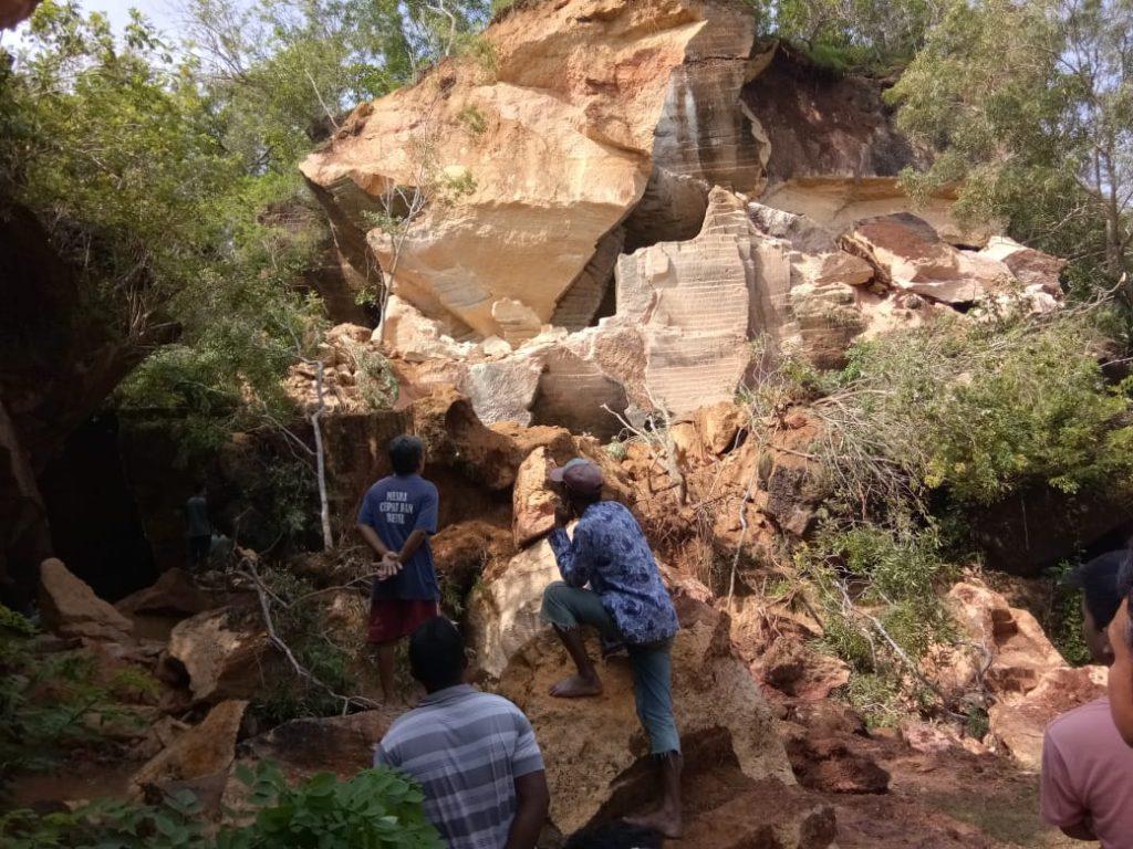 Tambang Batu Kapur Arosbaya Longsor, Satu Pekerja Tertimbun