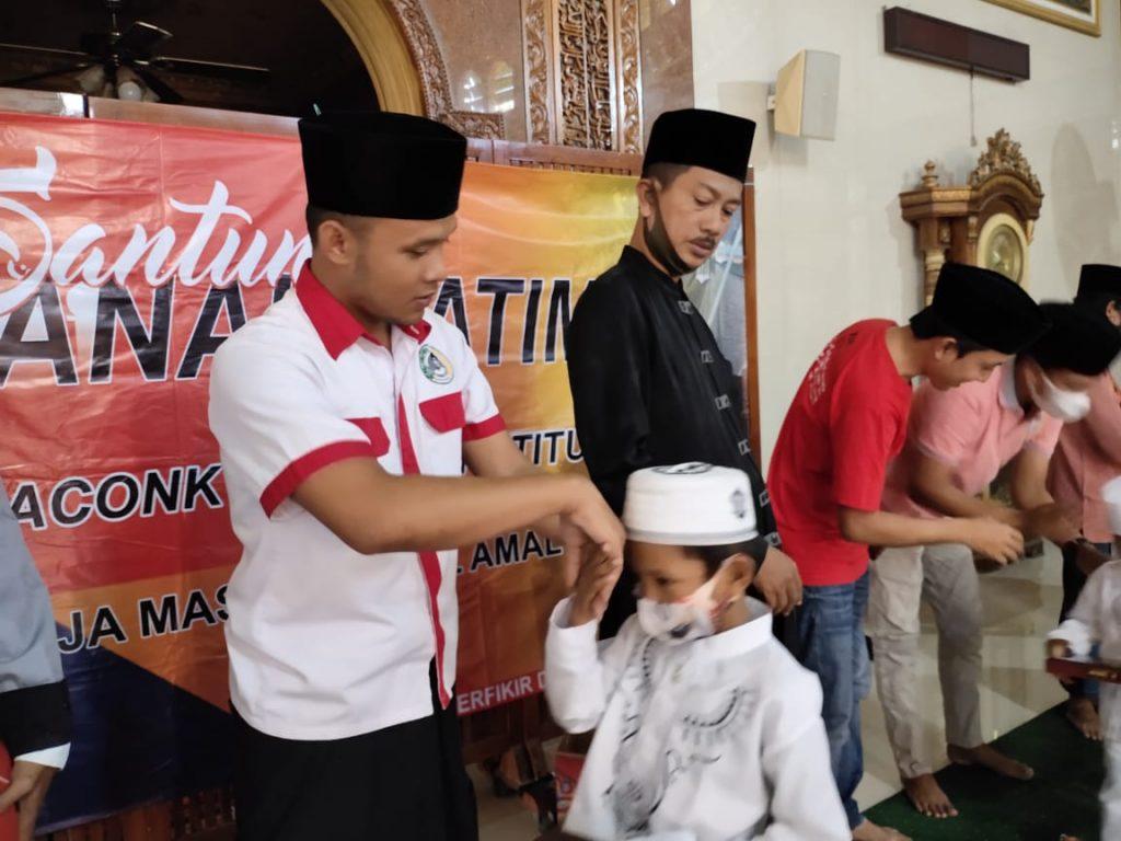 Bukber KMI Bareng Anak Yatim Kamal, Berlimpah Santunan