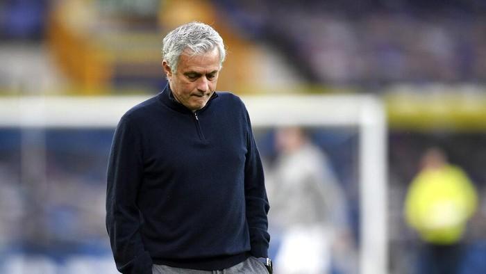 Spurs Pecat Mourinho